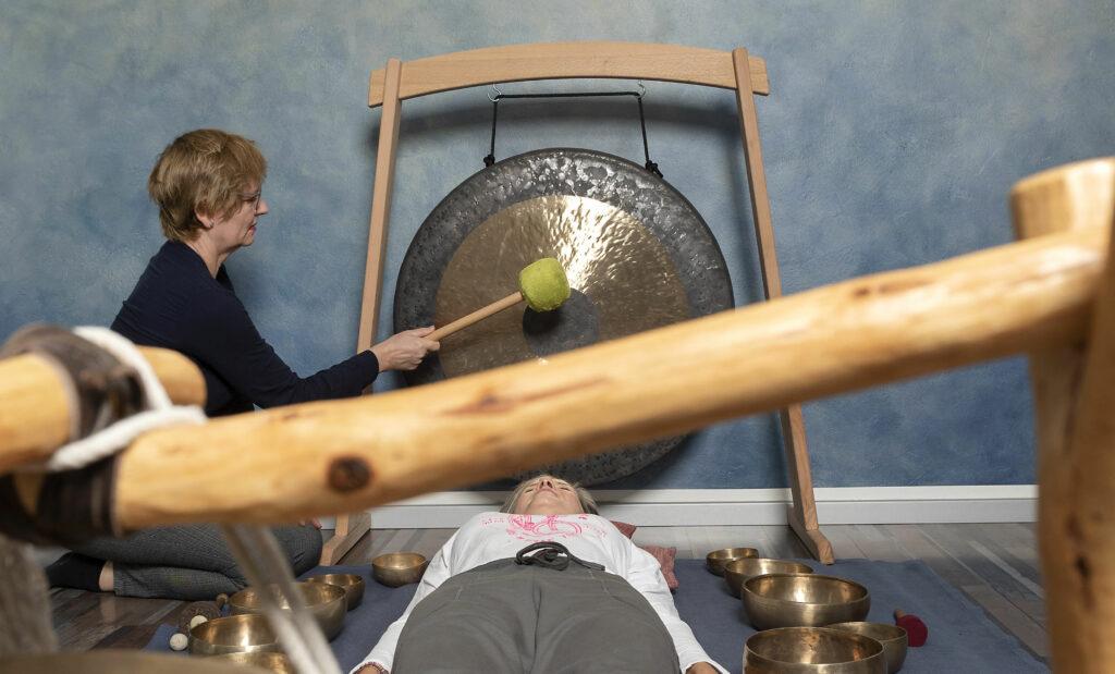 Klangschalen, Gong und Meditation